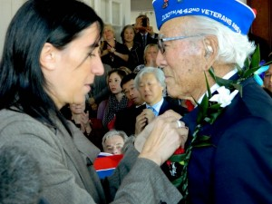 Consul General Pauline Carmona presents the Legion of Honor to 442nd veteran Lawson Sakai.