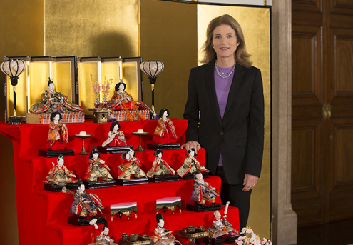 U.S. Ambassador to Japan Caroline Kennedy with the hina dolls that her family received at the White House in 1962. (U.S. Embassy/Tokyo)