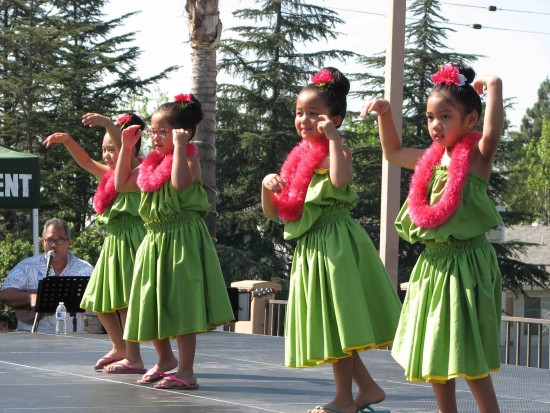 Dancers from ESGVJCC Napua Lehua.