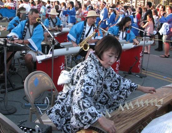 Shirley Muramoto-Wong performing with the Chidori Band at the San Jose Obon in 2013. (J.K. YAMAMOTO/Rafu Shimpo)
