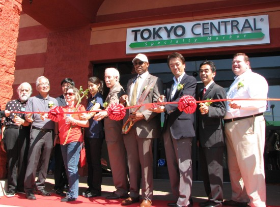 From right: West Covina City Councilmember Mike Spence, Mayor Pro Tem James Toma, Marukai President Kenji Sekiguchi, Mayor Fredrick Sykes, Councilmember Corey Warshaw, Commissioners Leticia Lopez and Gayle Mason, Lawrence Shih of Supervisor Hilda Solis' office, ESGVJCC President Phillip Komai, and Commissioner Phil Kaufman.