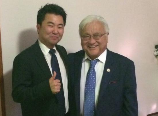 David Ryu (left) with Rep. Mike Honda (D-Santa Clara).