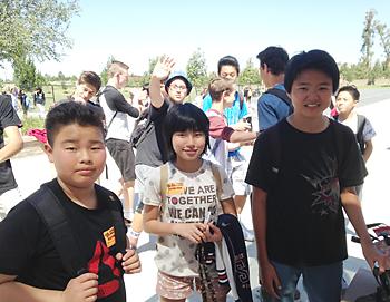 鹿屋で会って以来の再会を果たした(左から)宝満さん、福留とさんと朝倉タイラさん
