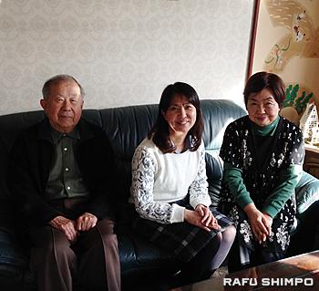 ガーセッティー市長との思い出を語ってくれた市長の「日本の家族」吉田さん一家