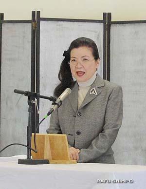 来賓あいさつに立つ国誠会の西川会長
