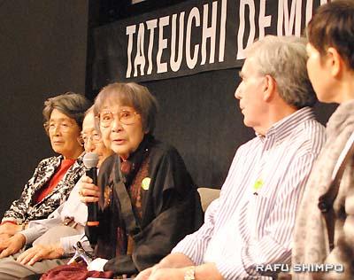Kaz Suyeishi speaks at the forum. (RYOKO NAKAMURA/Rafu Shimpo)