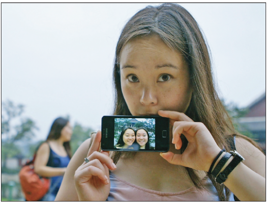 Anaïs Bordier holding a pic of her and sister Samantha Futerman at Gyeongbokgung Palace in Seoul, in August 2013. (Photo by Ryan Miyamoto/Small Package Films)