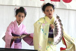 Members of Azuma Kotobuki no Kai (above) and Mai no Kai (below) at last year's Cherry Blossom Festival. (J.K. YAMAMOTO/Rafu Shimpo)