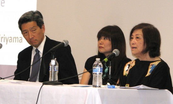 Nephrologist Dr. Dean Kujubu, renal dietitian Mika Sugano-Isa and community volunteer Iku Kiriyama speak at a  forum on chronic kidney disease on March 22 at GVJCI. (J.K. YAMAMOTO/Rafu Shimpo)