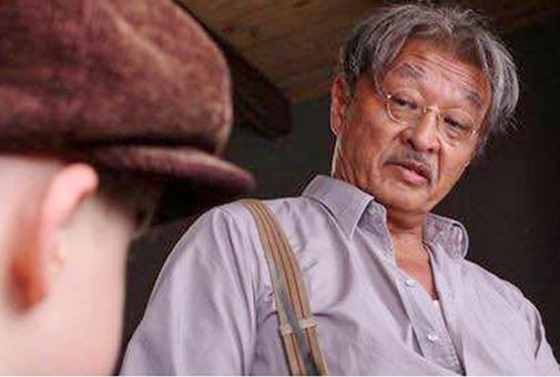 Cary Hiroyuki Tagawa as Hashimoto talking to Pepper Busbee.
