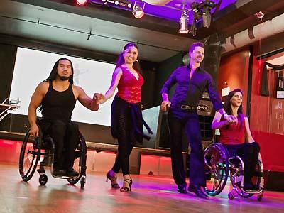 車いすダンスを披露する(左から)セラミさん、浜本さん、フォルツーナさん、シェイケウィッツさん(写真=Steve Csoto氏提供)