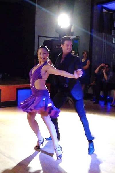 ダンスパートナー、フォルツーナ氏と踊る浜本さん