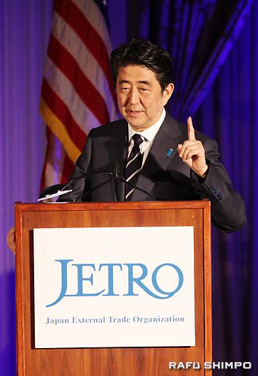 日米経済フォーラムで「日本は、経済力1位を目指す」と、宣言する安倍首相