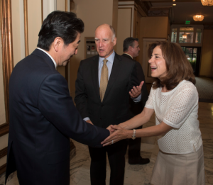 Gov. Jerry Brown and First Lady Anne Gust Brown welcome Prime Minister Shinzo Abe.
