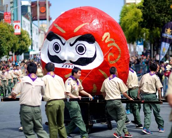 boy scouts:giant daruma