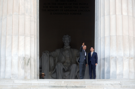 President Barack Obama and Prime Minister Shinzo Abe of Japan visit the Lincoln Memorial in Washington, D.C. on April 27. (Official White House photo by Chuck Kennedy)
