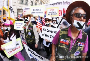 "Hundreds of protesters turned out at the Biltmore Hotel, to draw attention to issues such as Japan's wartime occupations and the use of ""comfort women"" for Japanese soldiers. (MARIO G. REYES/Rafu Shimpo)"