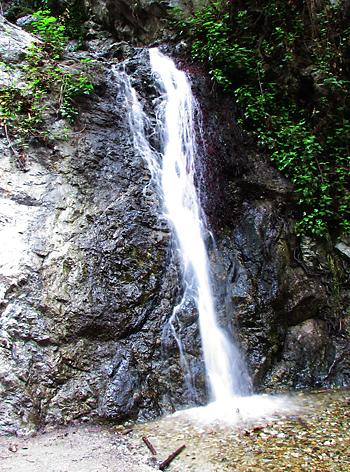 瀬尾まさのさんがスローシャッターを使って撮影した滝。露出時間1秒