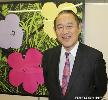 現在も日米の懸け橋として多忙な日々を送る藤崎氏。その活動拠点、日米協会で。オフィスは明るい空間を意識し一新させた