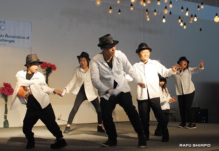 ロビン先生指導の「スター・シャイン・クルーズ」によるヒップホップダンス