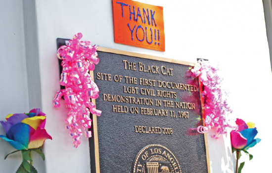 A plaque outside the Black Cat in Silver Lake with a note of thanks. (MIKEY HIRANO CULROSS/Rafu Shimpo)