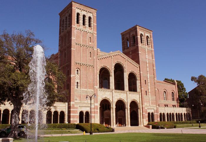 編入生の増員を目的に、今後コミュニティーカレッジの学生は在学中にUC大学機構の専門科目が履修できるようになる。写真はUCLAのロイスホール