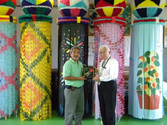 On behalf of the Tanabata Festival, Brian Kito presented a plaque to Ichiro Shiromatsu in 2010.