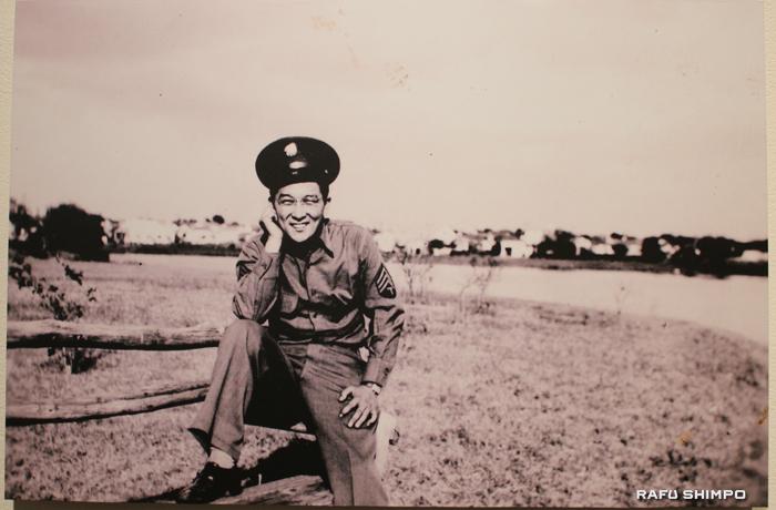 42年にオクラホマで訓練中の時のイトウさんの写真も飾られている