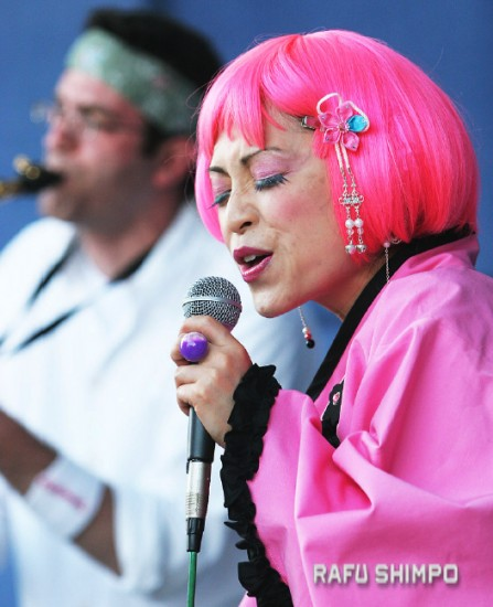 Happyfunsmile returns to perform at the Obon this weekend. (MARIO G. REYES/Rafu Shimpo)