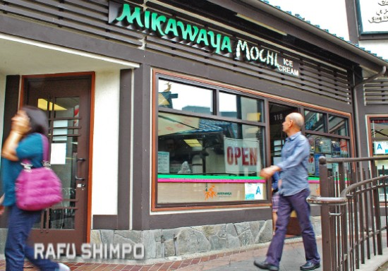 Passersby walk past Mikawaya in Japanese Village Plaza in Little Tokyo on Wednesday. (MIKEY HIRANO CULROSS/Rafu Shimpo)