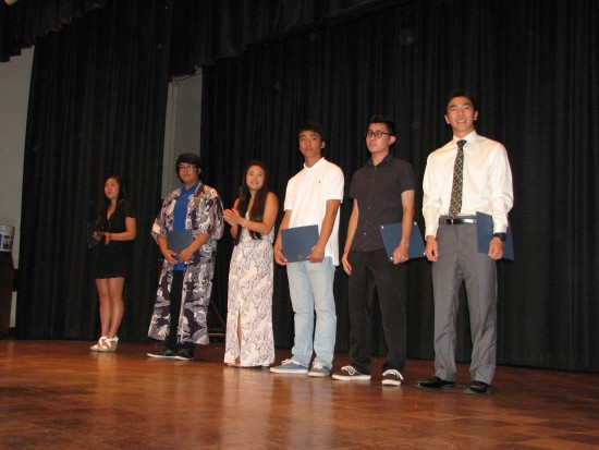 From left: Scholarship recipients Sydney Hongo, Joseph Masato, Marissa Vensel, Noah Wang, Cameron Kato and William Tomita. (Photo by J.K. YAMAMOTO/Rafu Shimpo)