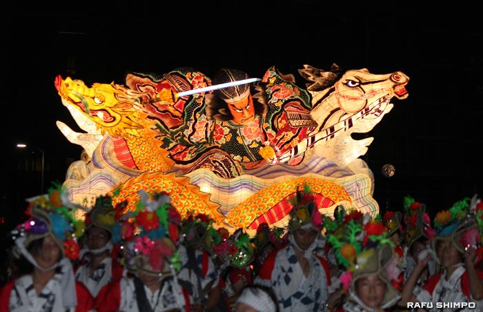 今年のパレードのとりを飾ったねぶた「津軽海峡 義経渡海」