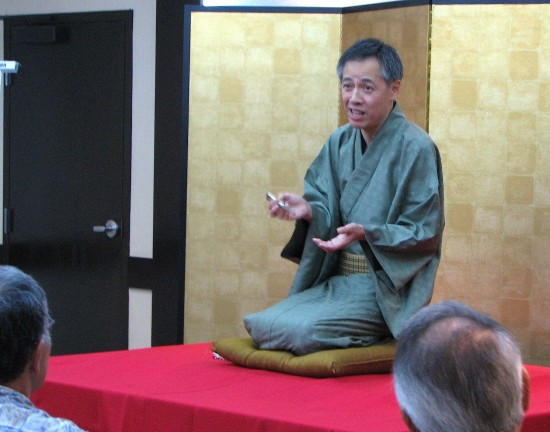 Eiraku tells a story.