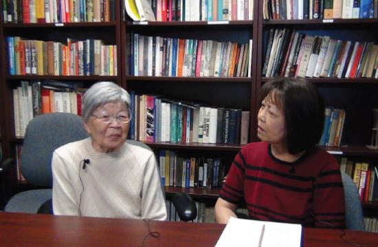 Kiyoko Okada with interviewer Aya Kamimura.