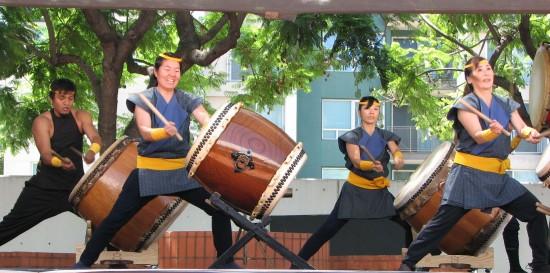 L.A. Matsuri Taiko performs during last year's Nisei Week Japanese Festival. (J.K. YAMAMOTO/Rafu Shimpo)