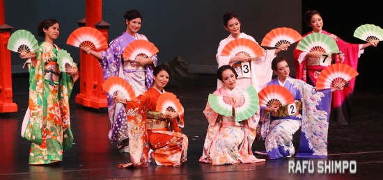At the beginning of the evening, the Nisei Week Court performed a traditional dance in kimono.