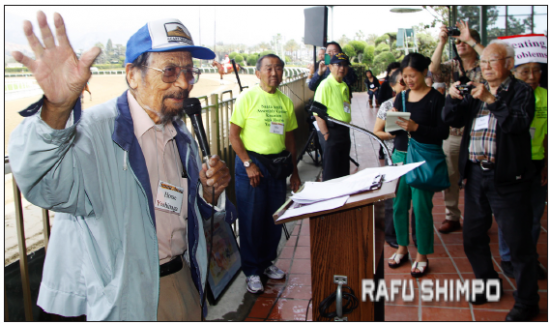 """George """"Horse"""" Yoshinaga addresses attendees at the Santa Anita Assembly Center Reunion in March 2014. Yoshinaga was honored for his efforts to commemorate the center and his writings in his column, """"The Horse's Mouth."""" (MARIO G. REYES/Rafu Shimpo)"""