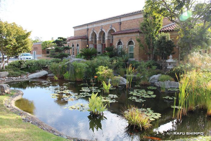 ボイルハイツにある敬老引退者ホームと、手入れが行き届いた美しい日本庭園