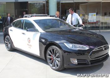 電気自動車メーカーのテスラモーターズの「Tesla Model S P85D」