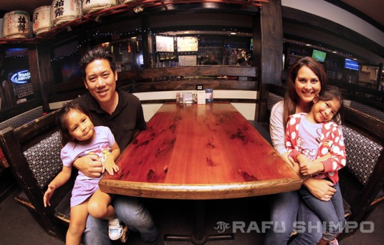 Lauren and Gerald Wong sit in booth 32 where they first met. They are joined by their daughters Sabrina and Katelyn. (MARIO G. REYES/Rafu Shimpo)