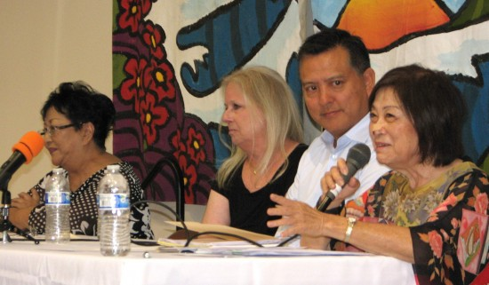 From right: Panelists Iku Kiriyama, Mike Umamoto, Gretchen Schaeffer and Alice Nehira at a forum on long-term care, hospice and caregivers at Gardena Valley JCI on Sept. 20. (Photos by J.K. YAMAMOTO/Rafu Shimpo)