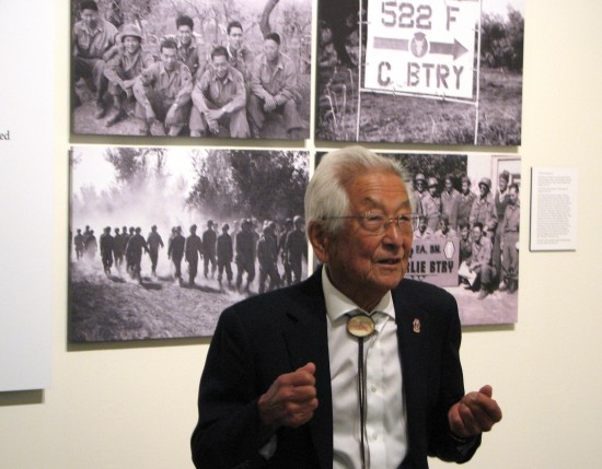 Sus Ito tells the stories behind some of his photographs. (J.K. YAMAMOTO/Rafu Shimpo)