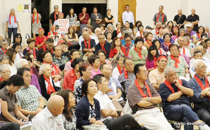 敬老が主催した初めてのパブリックミーティングにはおよそ400人が詰めかけた