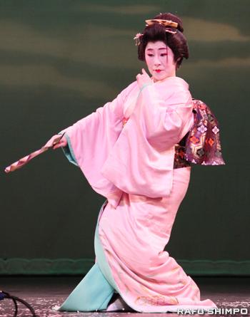 日本舞踊「長唄・竹」を披露した滋賀県人会のメンバー