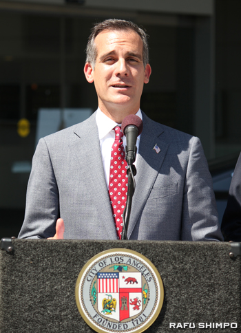 LA市の8月の節水率が13年同月比で17・4%減少したと発表したエリック・ガーセッティ市長