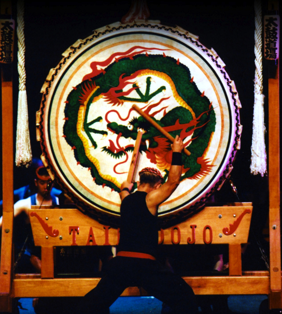 San Francisco Taiko Dojo founder Seiichi Tanaka performs on the odaiko. (Photo by Mikio Okada)