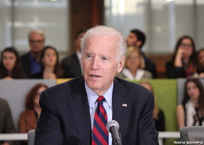 ロサンゼルスを訪問し、気候変動など環境問題への対策として再生可能エネルギーの重要性を訴えるバイデン副大統領