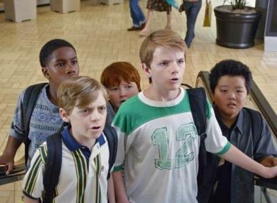 "Eddie Huang (Hudson Yang) and his friends go on their ""group date"" up the escalator."