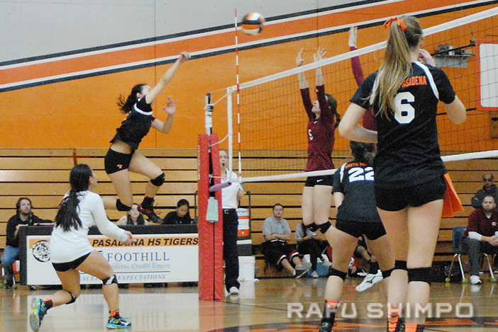 Maddie Saito takes charge and drives home one of five kills she had in the match. (MIKEY HIRANO CULROSS/Rafu Shimpo)
