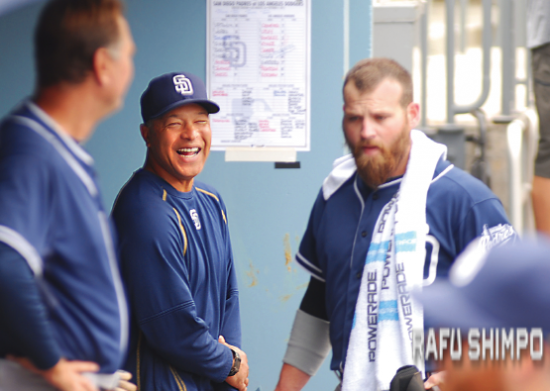 """Nicknamed """"Doc"""" by players and fellow coaches, Roberts brings a personality geared toward team cohesiveness along with a sharp baseball mind. Above, he enjoys a laugh with fellow San Diego coach Glenn Hoffman, during the Padres' final game of the 2015 season. (MIKEY HIRANO CULROSS/Rafu Shimpo)"""